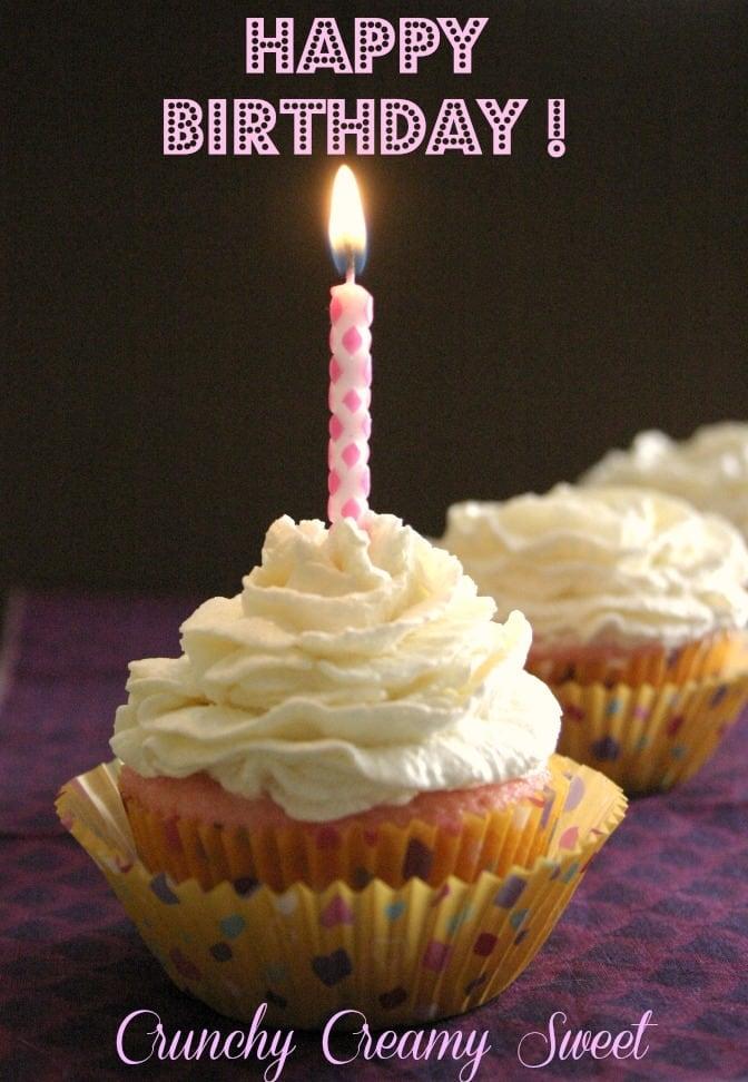 blogoversary 1 1st Blogoversary! Pink Velvet Cupcakes