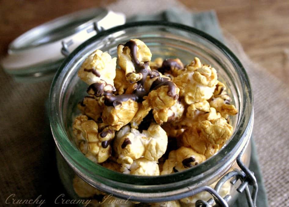 caramel popcorn 2 Chocolate Drizzled Salted Caramel Popcorn {microwave style}