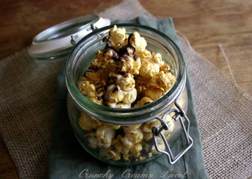 caramel popcorn 3 Chocolate Drizzled Salted Caramel Popcorn {microwave style}