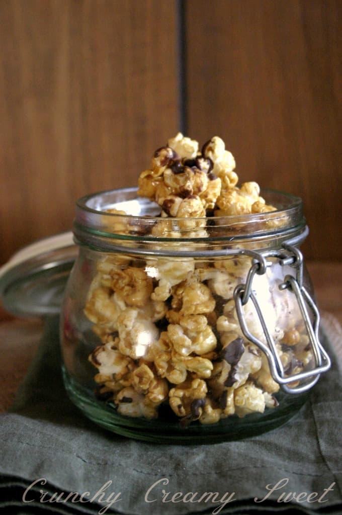 caramel popcorn 4 Chocolate Drizzled Salted Caramel Popcorn {microwave style}