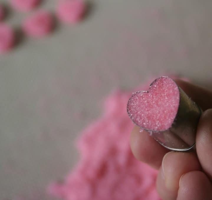 sugar hearts tut8 How To Make Sugar Hearts