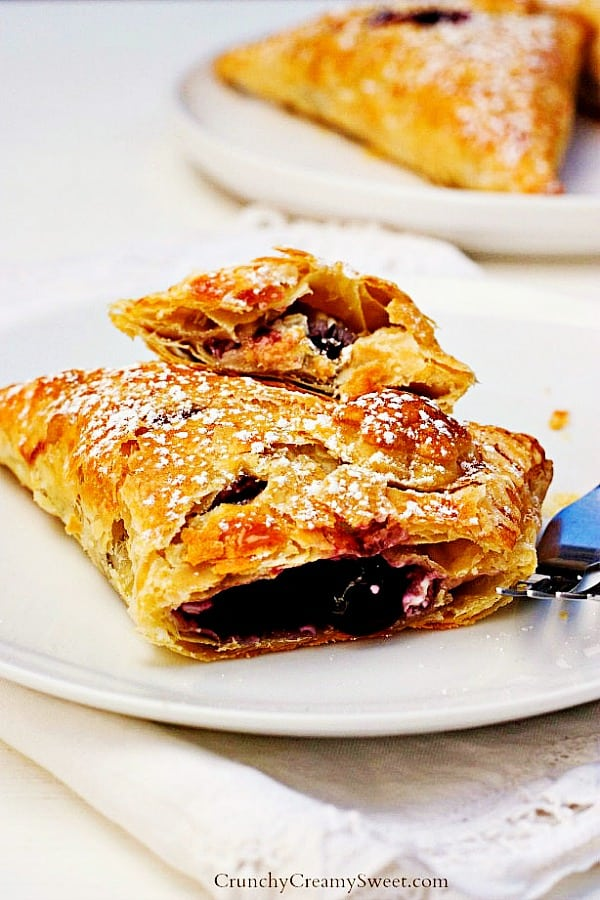 blueberry turnovers A Easy Blueberry Turnovers Recipe