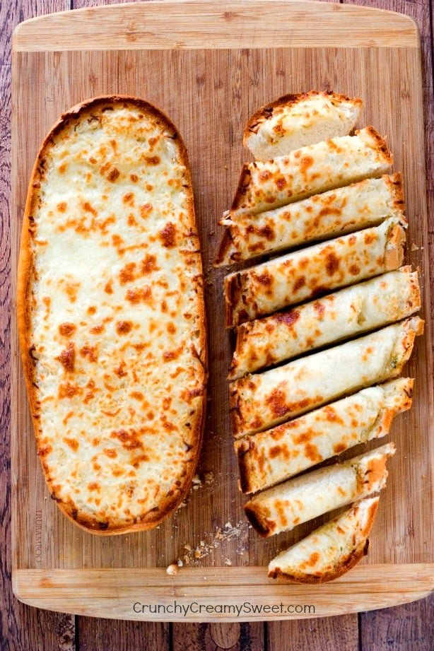 Easy Garlic Bread from CrunchyCreamySweet.com  Easy Cheesy Garlic Bread
