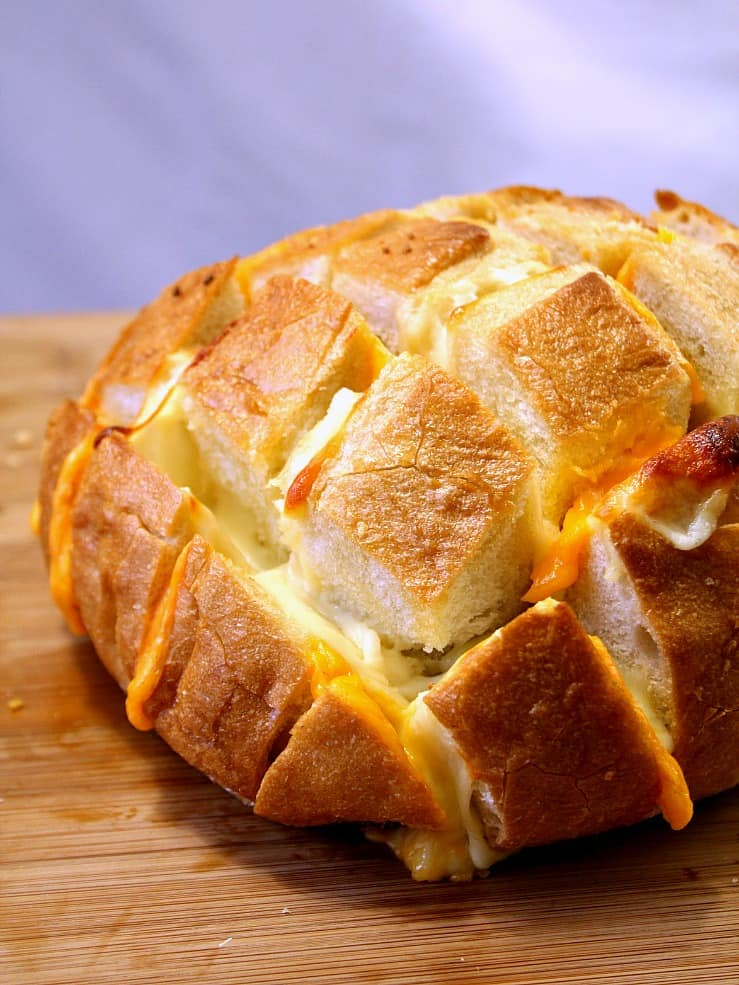 pull apart bread 2 Easy Cheesy Pull Apart Bread