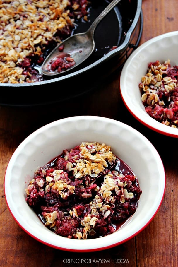 Gluten Free Berry Crisp the topping is out of this world crunchycreamysweet.com  Gluten Free Berry Crisp