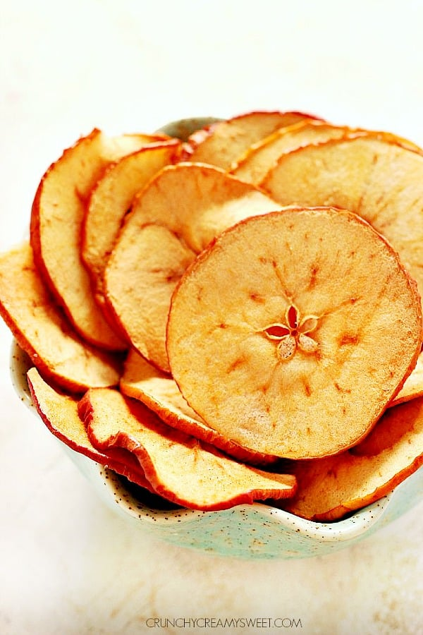 baked apple chips A Oven Baked Apple Chips