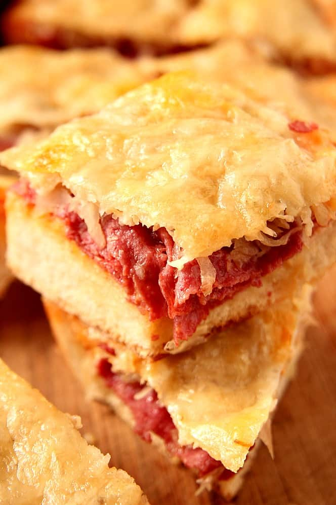reuben cheesy bread 2 Easy Cheesy Reuben Pull Apart Bread Recipe