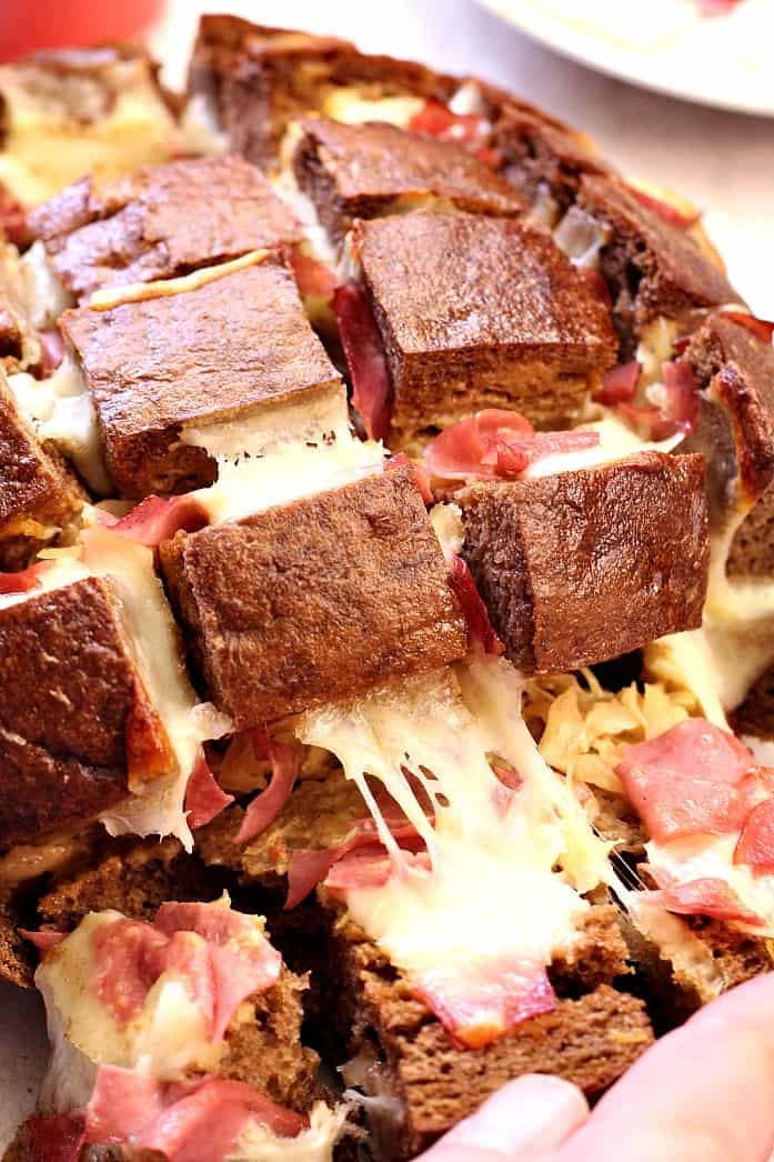 reuben pull bread 2 Easy Cheesy Pull Apart Bread