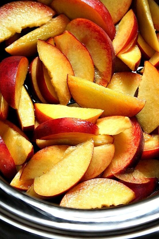 slow cooker peach dessert 5 Slow Cooker Peach Crisp Recipe