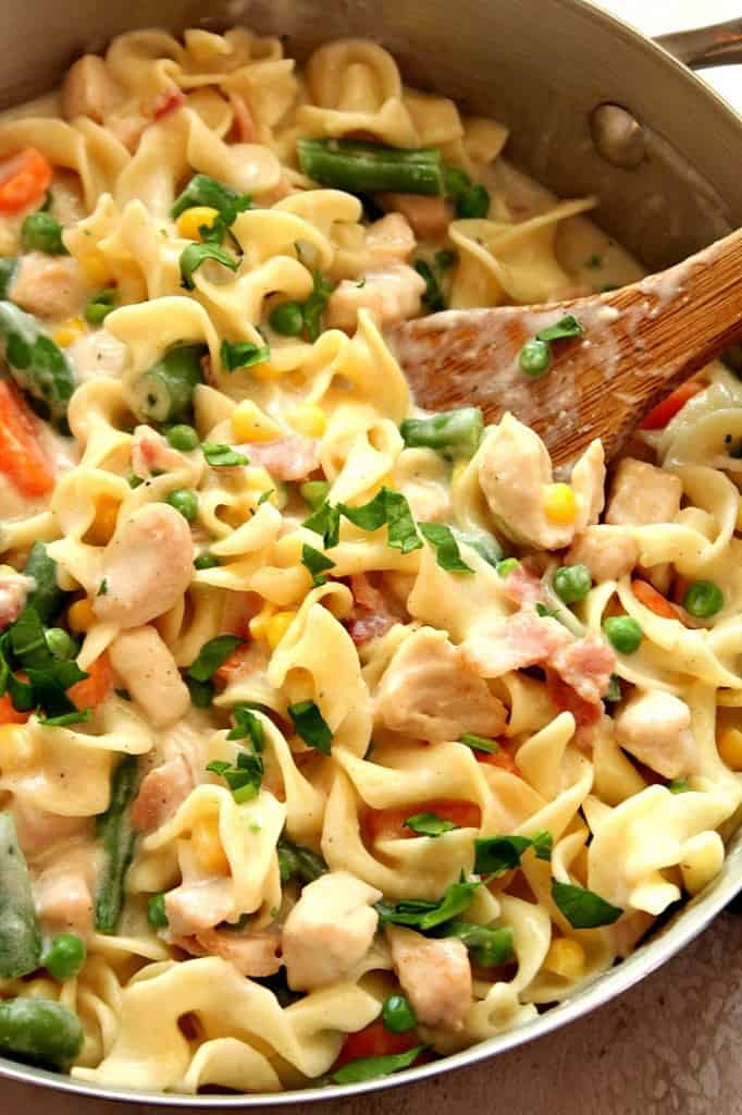 chicken pot pie skillet pasta 1 682x1024 Chicken Pot Pie Skillet Pasta Recipe