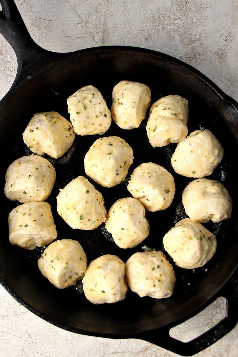 skillet pull apart rolls 2 Garlic Parmesan Skillet Rolls Recipe