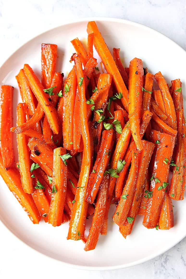 brown sugar garlic roasted carrots 1 Brown Sugar Roasted Carrots Recipe