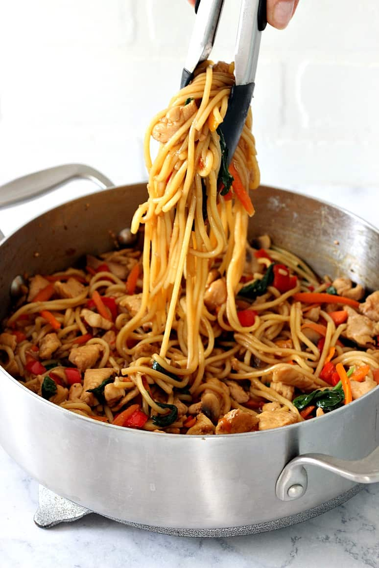 easy chicken lo mein 1 Easy Chicken Lo Mein Recipe
