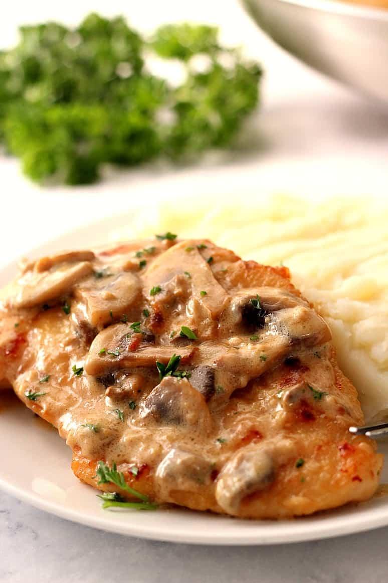 creamy mushroom garlic skillet chicken 1 Creamy Mushroom Garlic Chicken Recipe