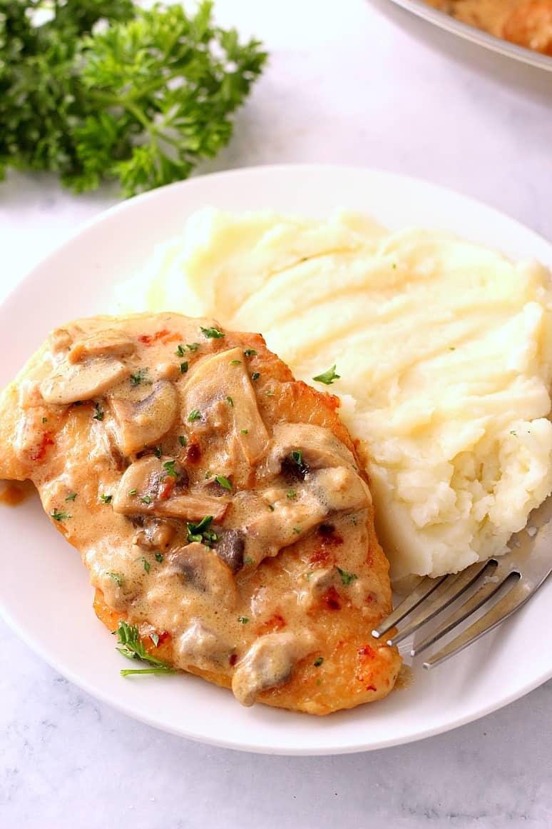 creamy mushroom garlic skillet chicken 3 Creamy Mushroom Garlic Chicken Recipe