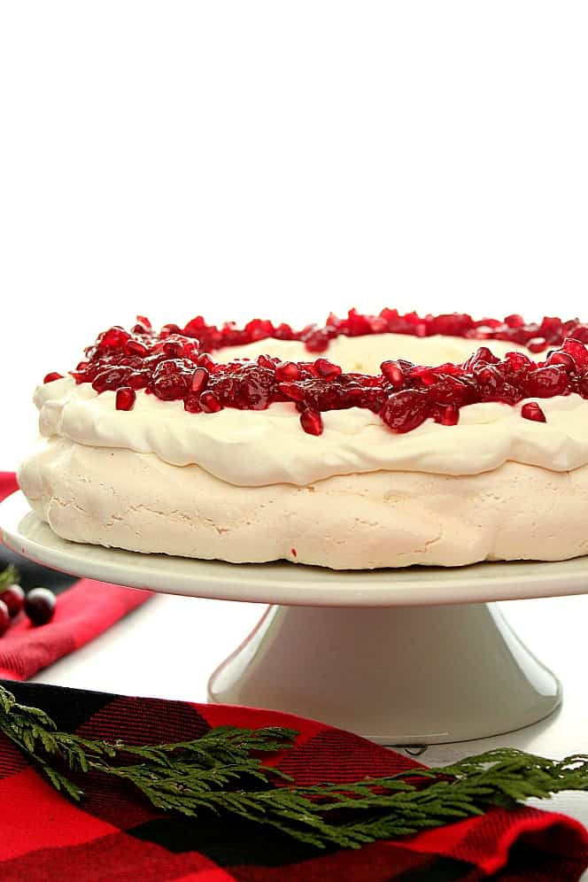 Christmas Pavlova Wreath beautiful and easy dessert for the holidays. Christmas Pavlova Recipe