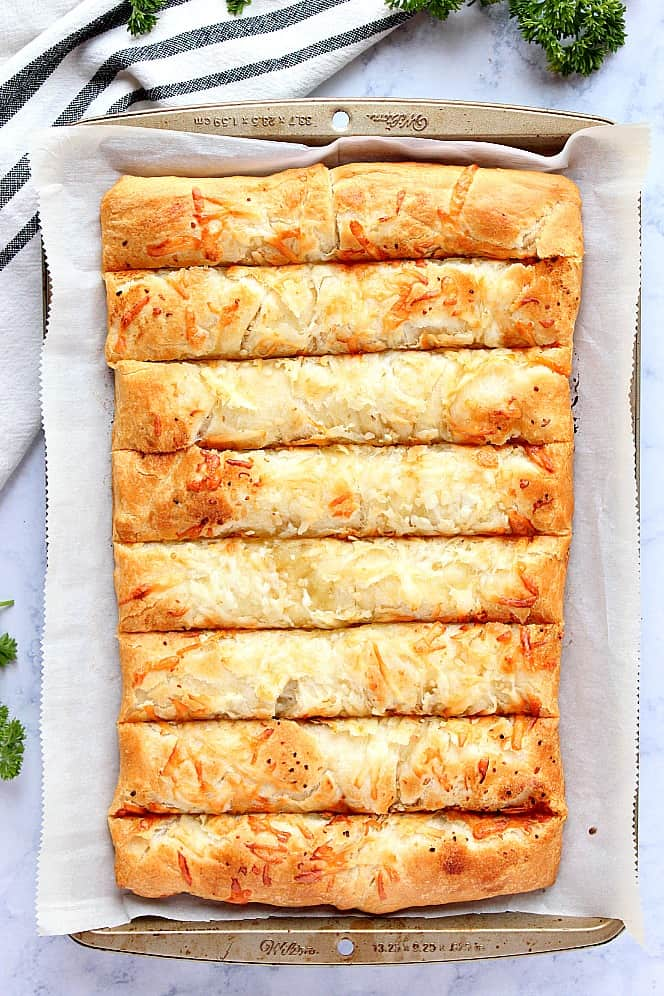 garlic butter cheesy breadsticks 2 Garlic Butter Cheesy Breadsticks Recipe