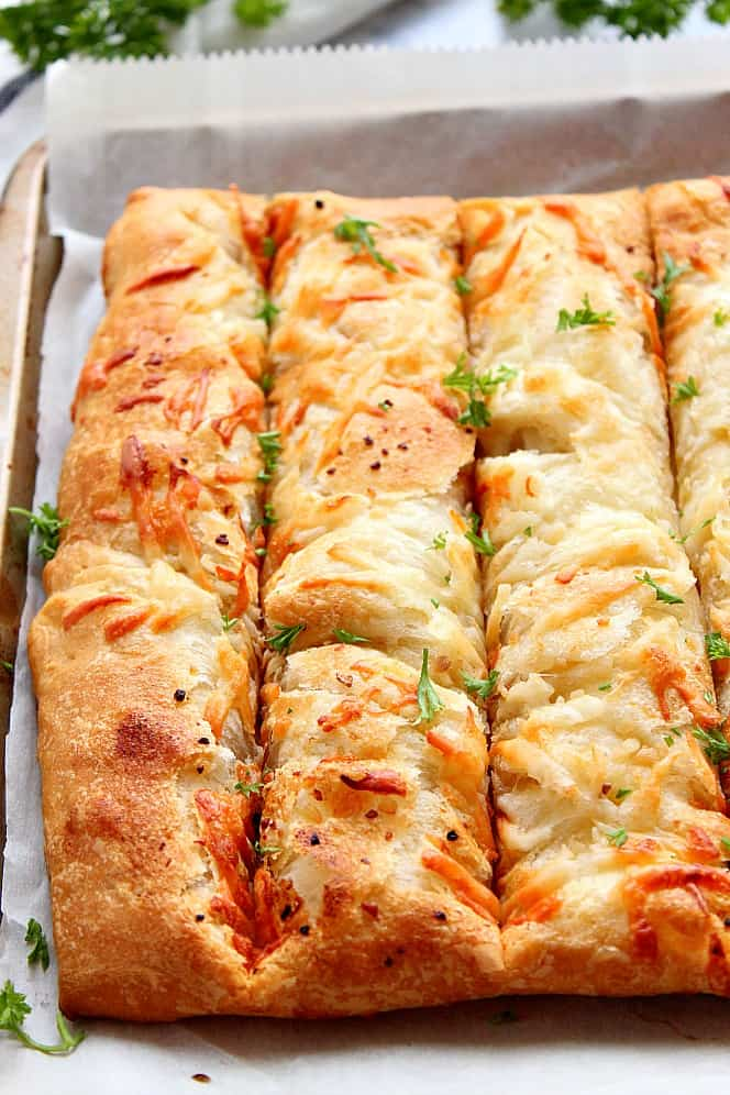 garlic butter cheesy breadsticks 4 Garlic Butter Cheesy Breadsticks Recipe