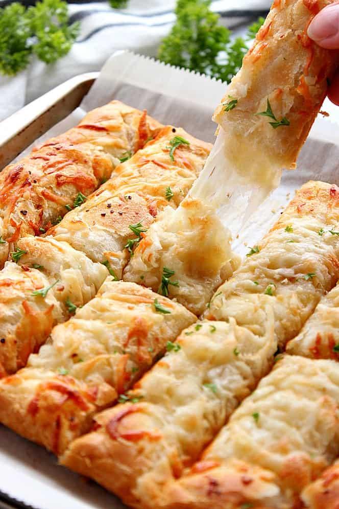 garlic butter cheesy breadsticks 5 Garlic Butter Cheesy Breadsticks