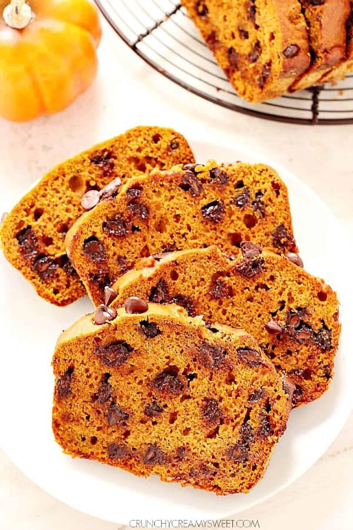 pumpkin bread 2 Pumpkin Chocolate Chip Bread