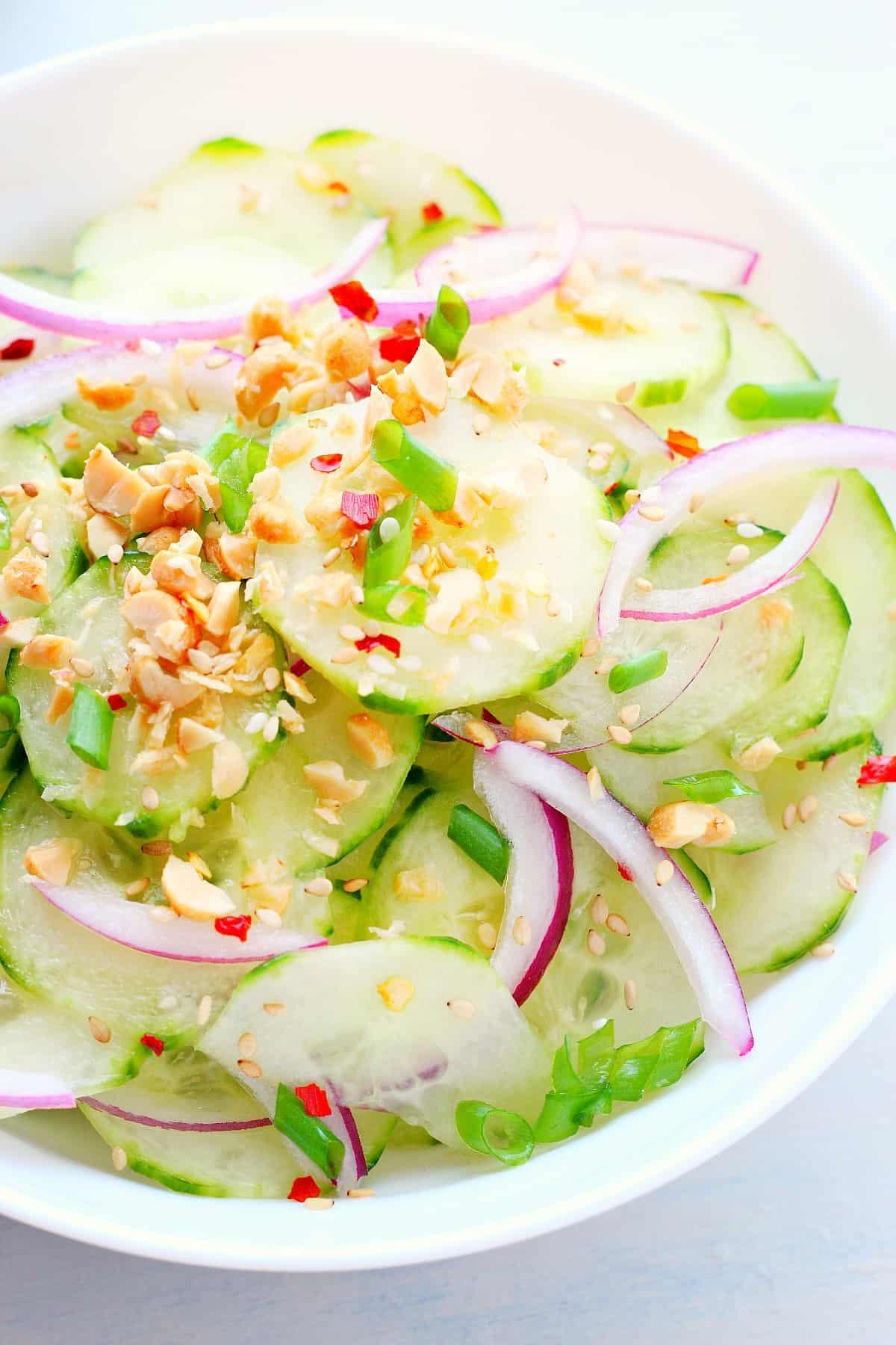 salada de pepino tailandês Uma salada de pepino tailandês
