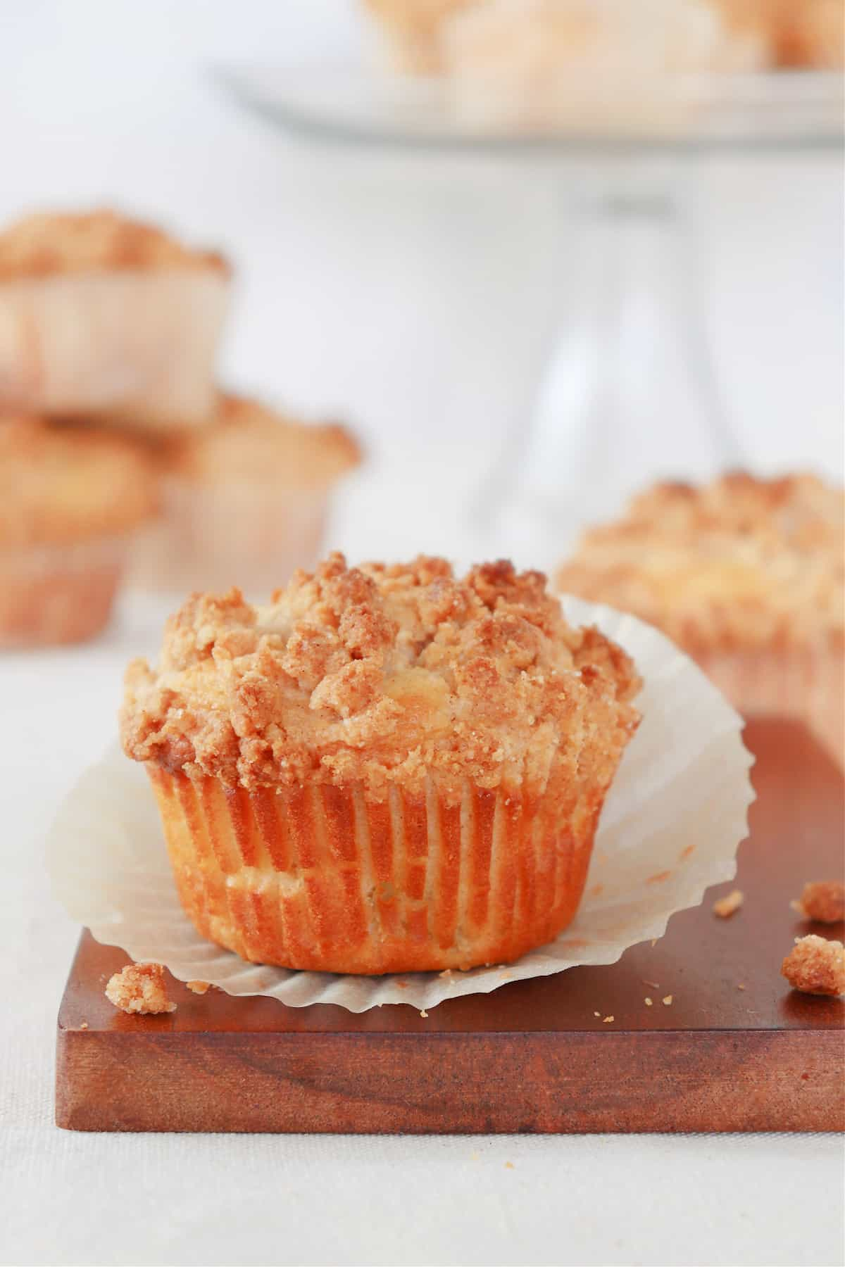 apple muffins 2 Apple Crumb Muffins