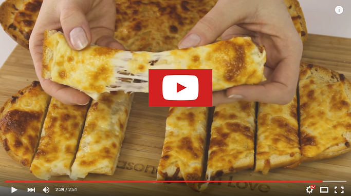 youtubebesteasycheesygarlicbread Easy Cheesy Garlic Bread